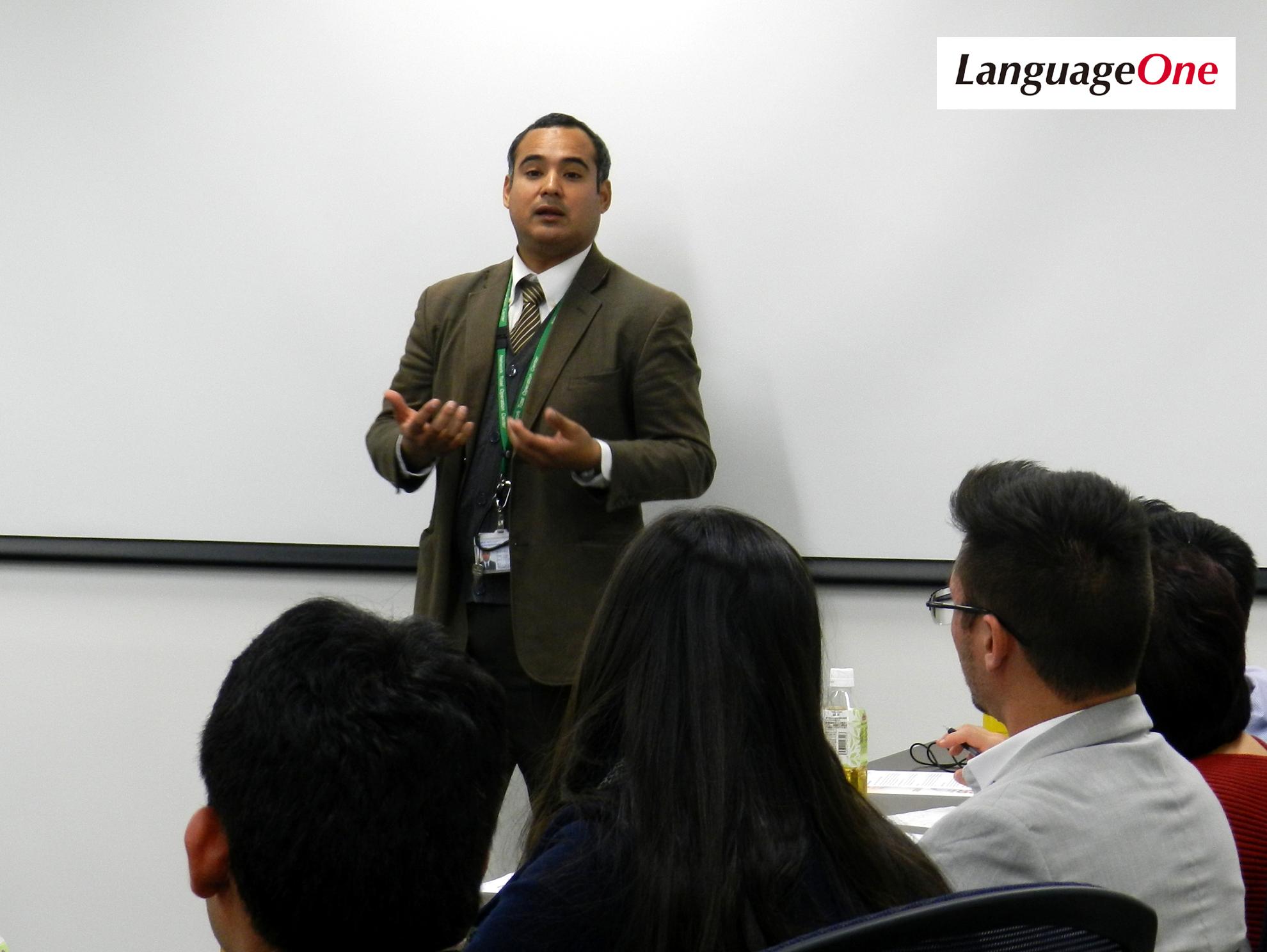 ランゲージワンのカブレホス・セサル社員が、外務省の Juntos!!プログラムで招へいされた20名に、自身の経験と医療通訳への想いについて講演いたしました